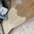 床の研磨作業を行いました。